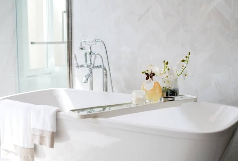 clean jetted tub with oxiclean
