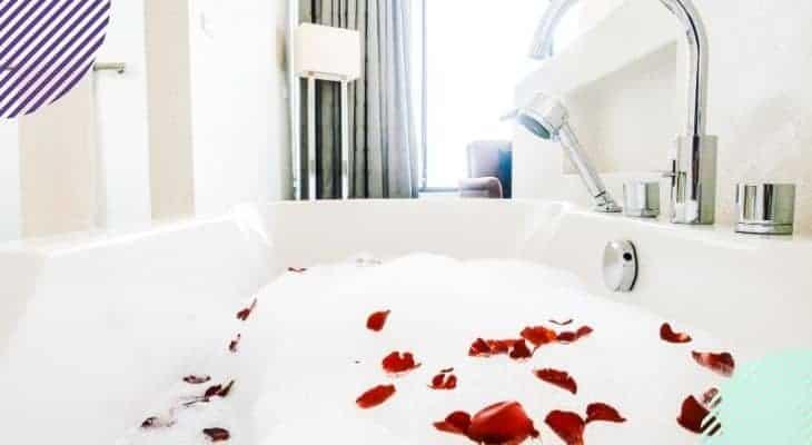 best way to clean fiberglass tub