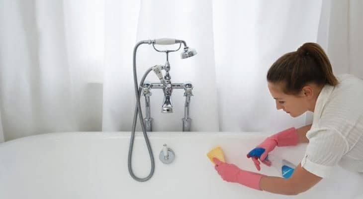 best way to clean tub