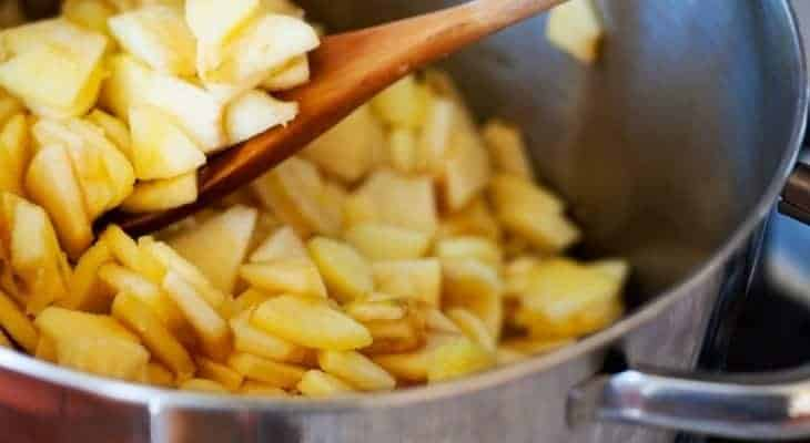 making applesauce at home